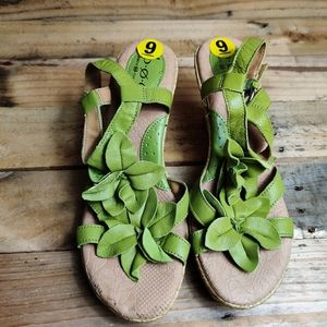 NWOT BOC Green Flower Wedges